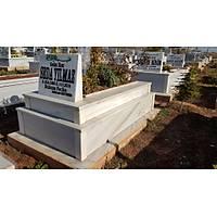 30 cm üzeri 15 cm yüksekliğinde mermer mezar