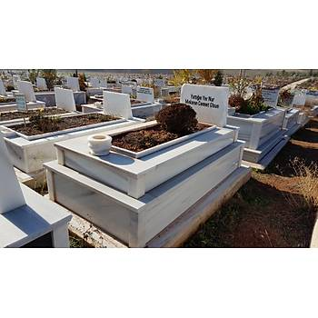 30 cm üzeri 15 cm yüksekliðinde mermer mezar
