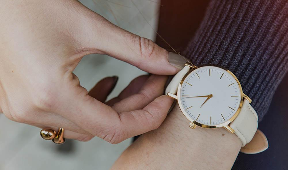 Özel Günlerde Kadın Kol Saati Hediyesi