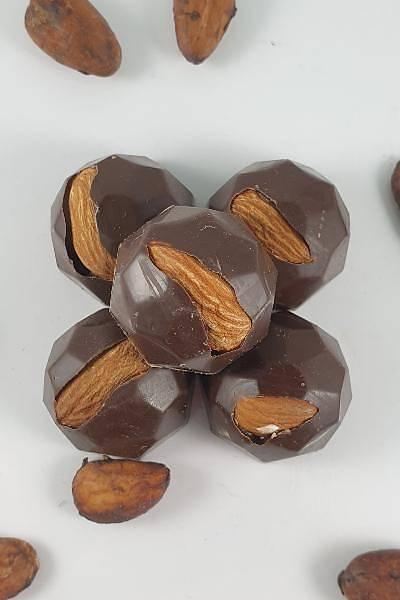Bütün Bademli %72 Bitter, Spesiyal Çikolata - 500 Gr.