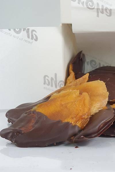%72 Bitter Çikolataya Batýrýlmýþ Þeker Ýlavesiz Kurutulmuþ Mango Dilimleri-150 Gr.