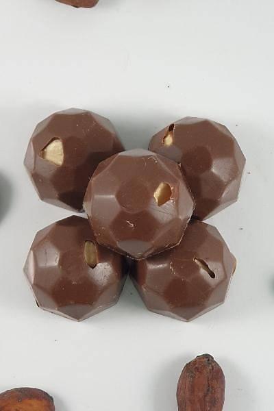 Bütün Fýndýklý Sütlü Spesiyal Çikolata - 500 Gr.