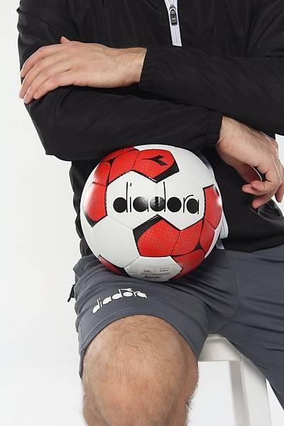 Diadora Bella Sert Zemin Futbol Topu Kýrmýzý No 5