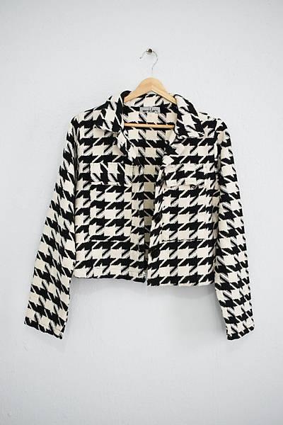 Renklen Kad�n Siyah-Krem Kaz Aya�� Desenli K�sa Ceket