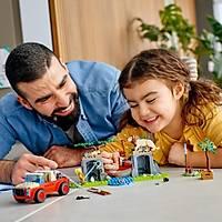 LEGO® City Vahþi Hayvan Kurtarma Jipi 60301 Yapým Seti; Bir LEGO City Maceralarý Çizgi Dizi Karakteri Içerir (157 Parça)