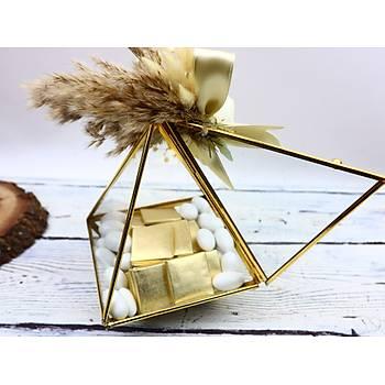 Gold Prizma Cam Kutuda Söz Niþan Çikolatasý - (60 Adet Madlen Çikolata ve 100 gr Draje)