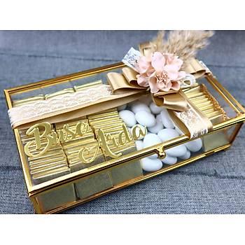 Gold Cam Kutuda Söz Niþan Çikolatasý - (80 Adet Madlen Çikolata ve 150 gr Draje)